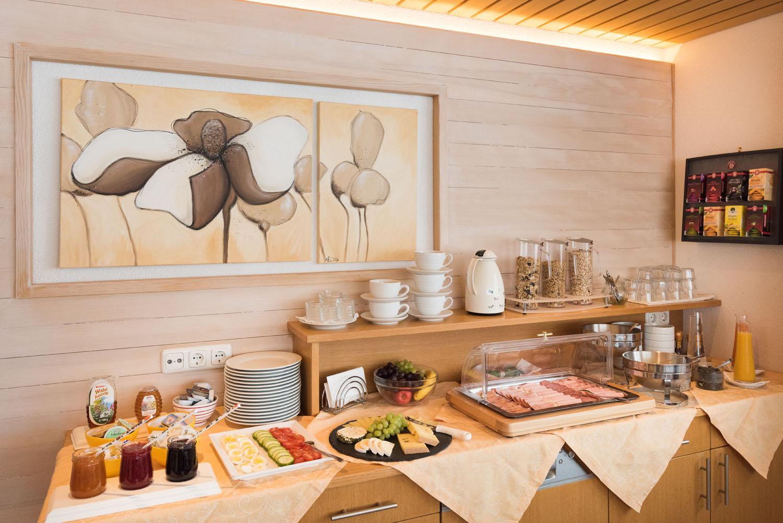 Haus Anita Warth_Speißesaal_Frühstücksbuffet